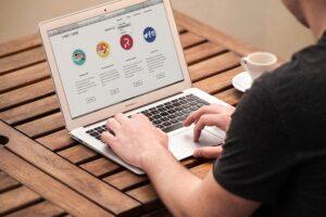 Monitoring site web : les 12 meilleurs services en ligne pour faire du monitoring de site web