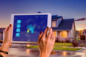 Comment puis-je contrôler ma maison intelligente à partir d'une seule application ?