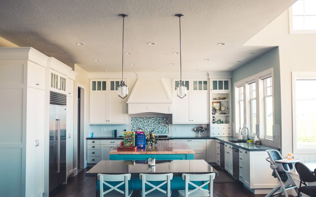 Organisez et désencombrez systématiquement n'importe quel espace, de vos armoires de cuisine à votre salle de travail.